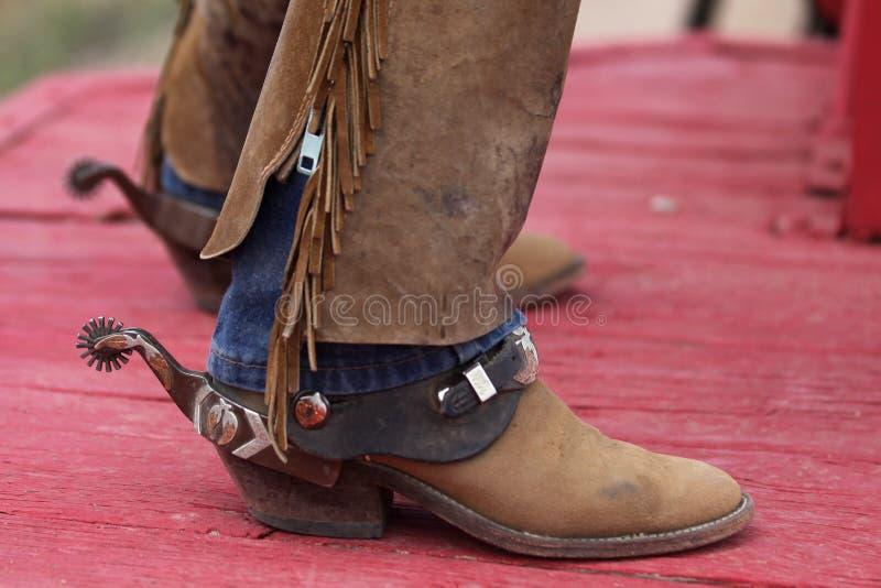 Cowboyskängor med sporrar royaltyfri bild