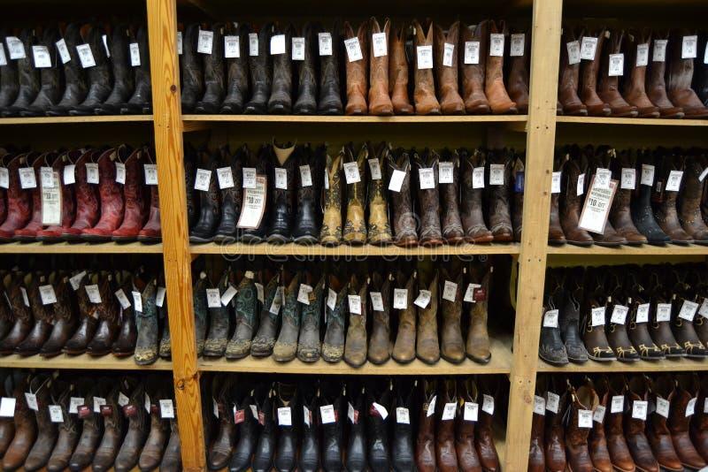Cowboystiefel in einem texan Cowboygeschäft lizenzfreie stockfotografie