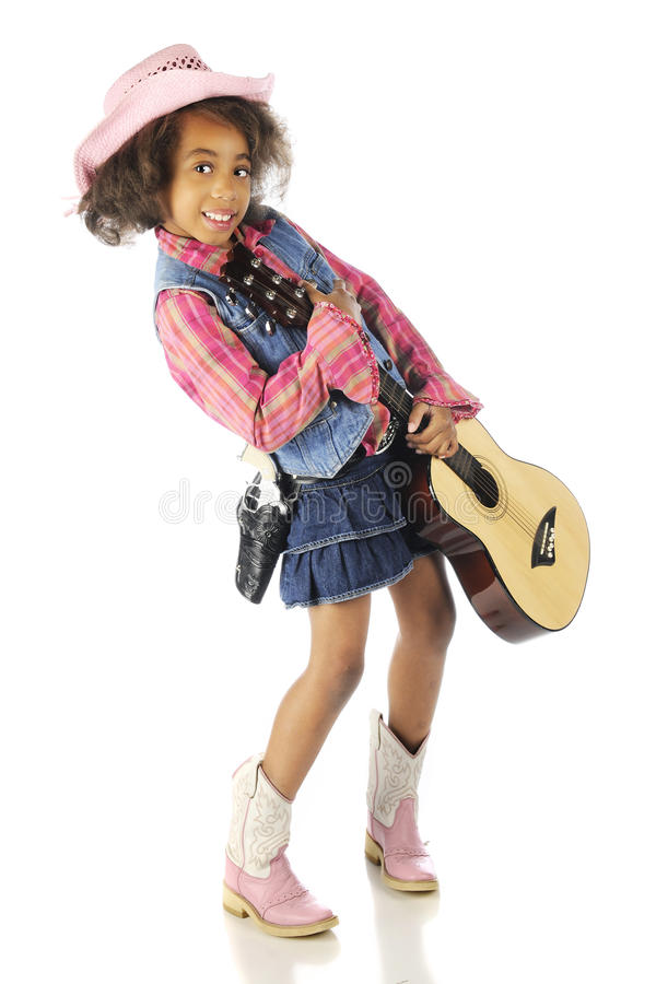 Cowgirl che porta felicemente una chitarra fotografie stock libere da diritti