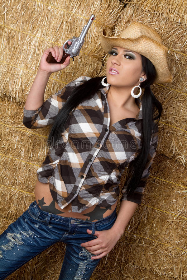 Cowgirl con la pistola fotografia stock libera da diritti