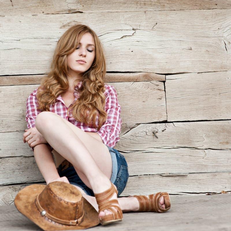 Cowgirl dai capelli rossi fotografie stock libere da diritti