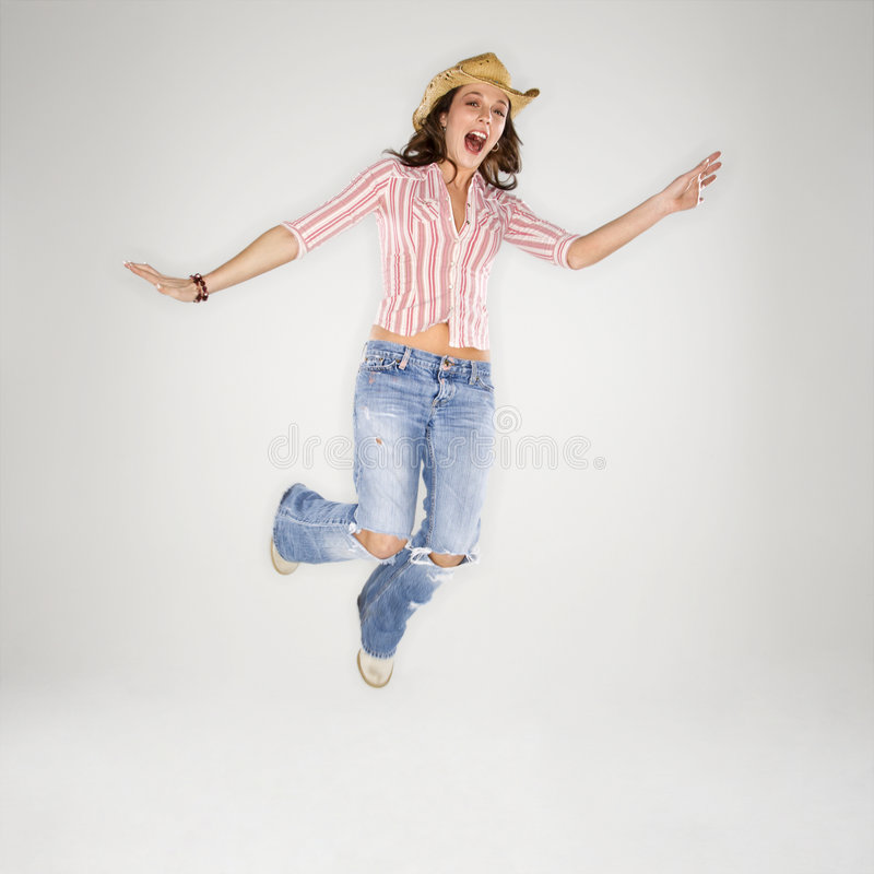 Cowgirl, das in Luft springt. stockfotos