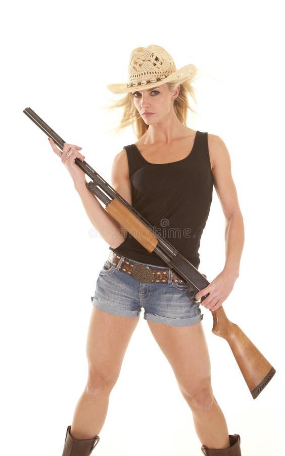 Cowgirl de la mujer con la escopeta foto de archivo libre de regalías