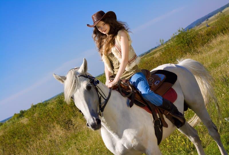 Cowgirl joven en caballo foto de archivo libre de regalías