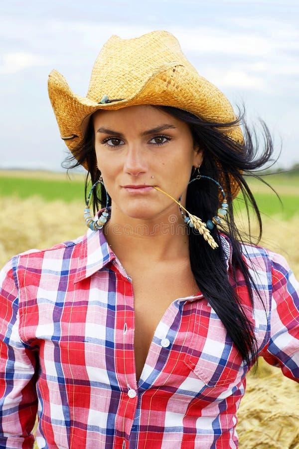 Cowgirlporträtvertikale lizenzfreies stockbild