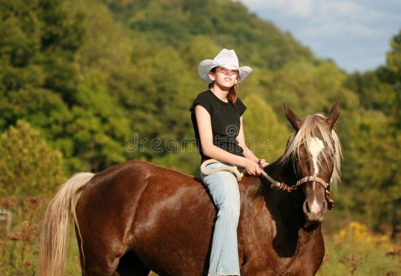 Cowgirls & mustang imagem de stock