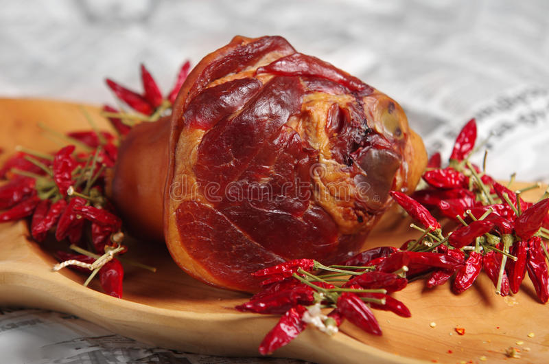Cowleg affumicato e paprica rossa ungherese fotografie stock