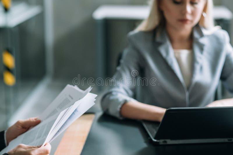 Coworking planu biznesowego analizy biura laptop obraz stock