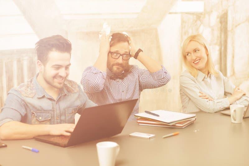 Coworking von businessteam lizenzfreie stockfotos