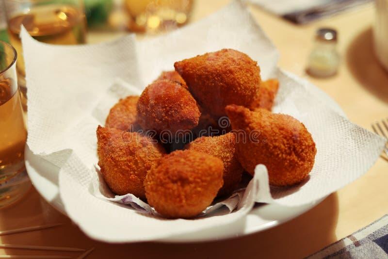 Coxinha de Galinha -巴西人油炸了鸡炸丸子快餐 库存图片