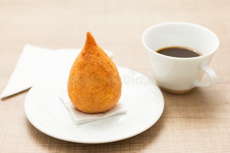 Coxinha is een gefrituurd voedsel, traditioneel in Brazilië Snack, pepp stock foto