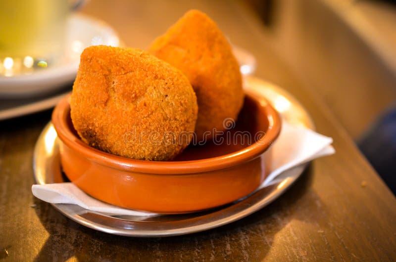 Coxinhas de frango brasilian面团球快餐 图库摄影