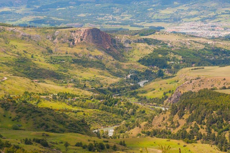Coyhaique和辛普森河谷,巴塔哥尼亚,智利Airview  免版税库存照片