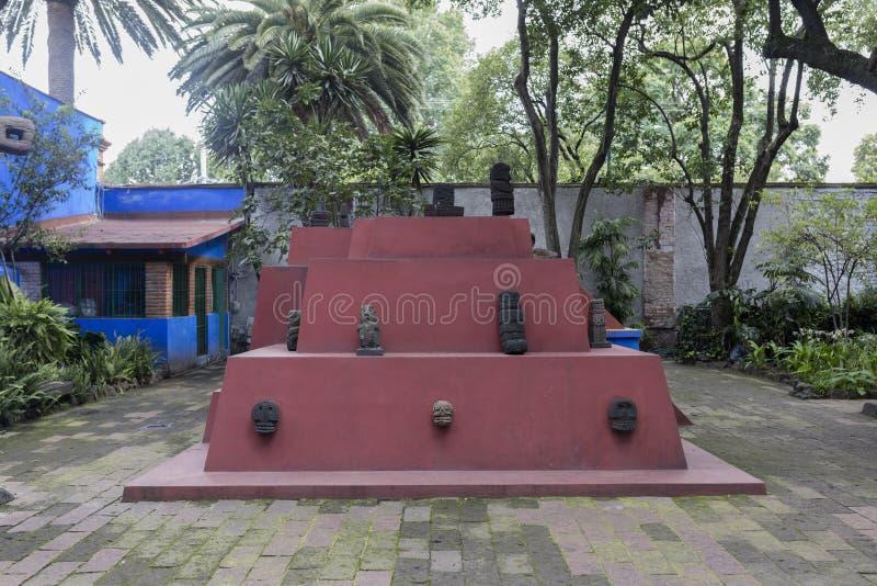 COYOACAN, MEXICO - OCT 28, 2016: Binnenlandse werf van Blauw Huisla Casa Azul stock foto