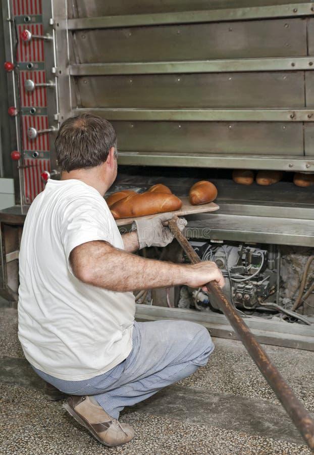 Cozendo um pão foto de stock royalty free