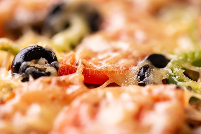 Cozeu recentemente a pizza, alimento delicioso Componentes no fim acima fotos de stock royalty free