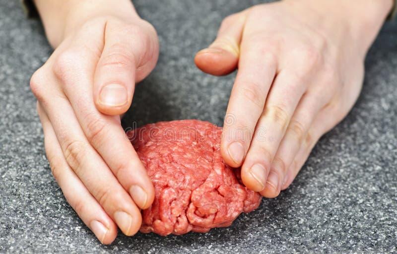 Cozimento com carne à terra foto de stock royalty free