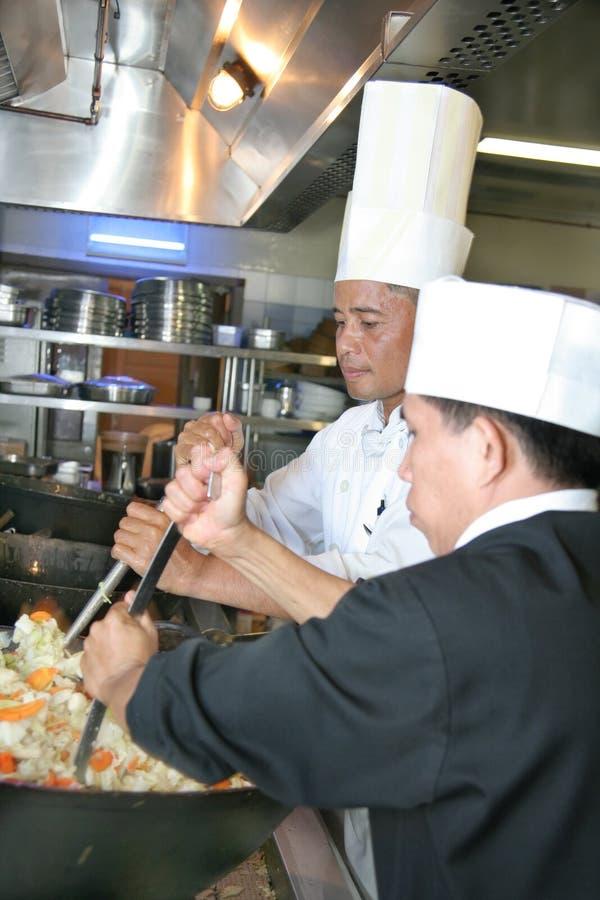 Cozimento do cozinheiro chefe imagem de stock