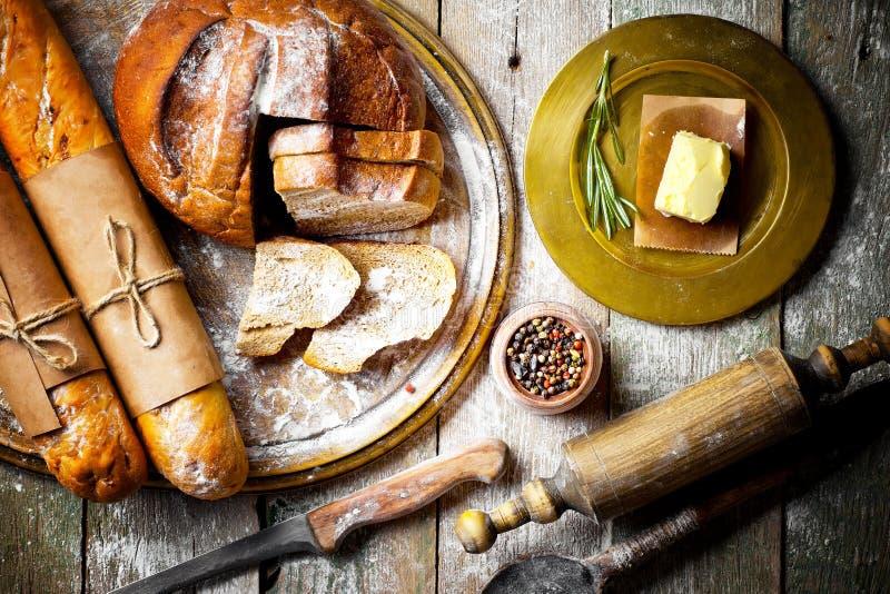 Cozimento do pão na composição fotografia de stock royalty free