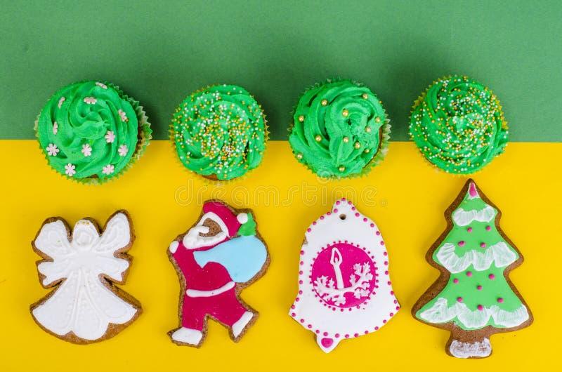 Cozimento doce do Natal no fundo brilhante imagem de stock royalty free