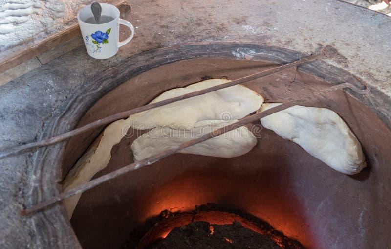 Cozimento georgean do pão da tradição imagem de stock