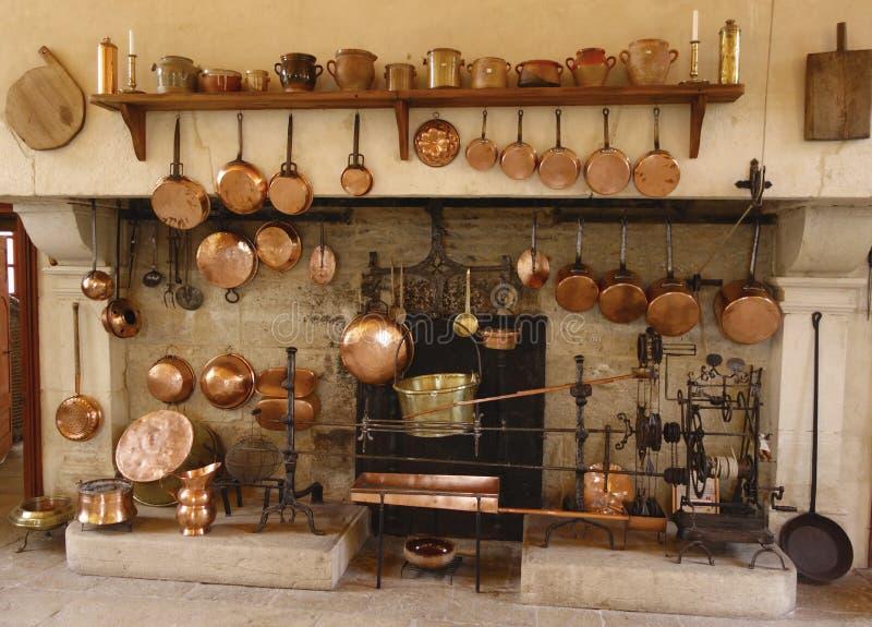 A cozinha antiga na adega de Castelo de Pommard. foto de stock
