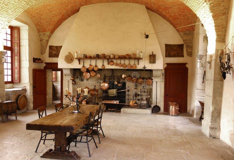 A cozinha antiga na adega de Castelo de Pommard. imagem de stock
