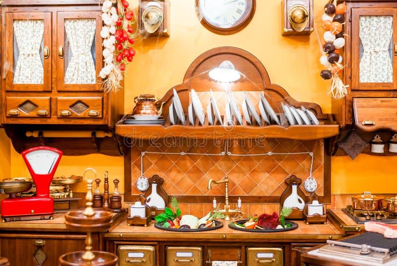 Cozinha bonita em um estilo retro fotografia de stock royalty free