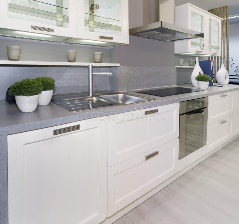 Cozinha branca imagem de stock royalty free