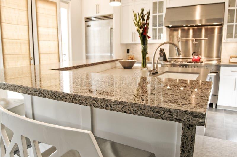 Cozinha cabida moderna luxuosa com aço inoxidável foto de stock royalty free