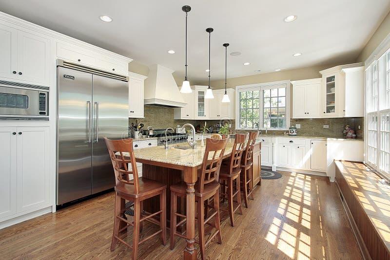 Cozinha com console e banco fotografia de stock royalty free