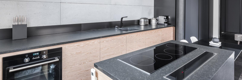 Cozinha com worktop funcional fotografia de stock