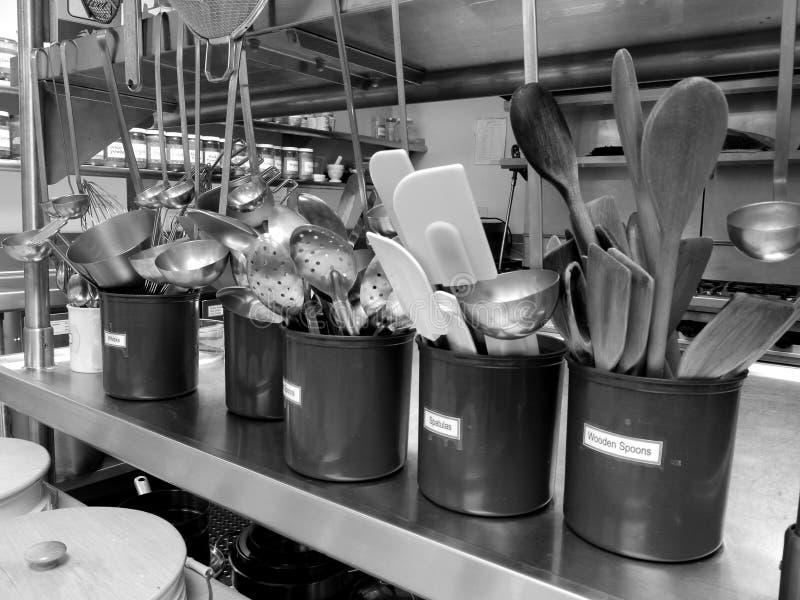 Cozinha comercial: utensílios imagem de stock royalty free