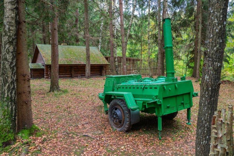 Cozinha de campo do exército no território do acampamento complexo histórico militar de Partizanen em Stankovo, Bielorrússia foto de stock
