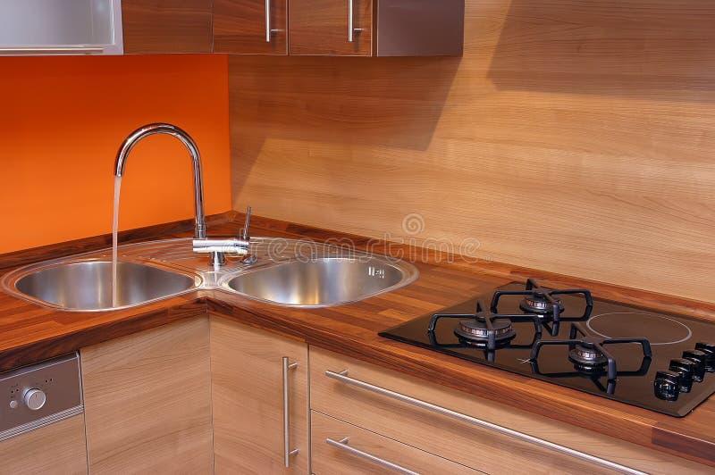 Cozinha de madeira moderna fotografia de stock