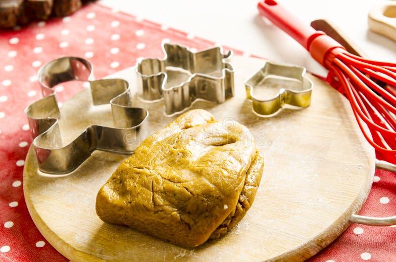 Cozinha do Natal e do ano novo com ferramentas da cozinha foto de stock royalty free