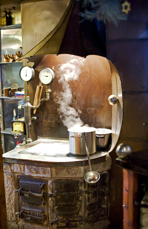 Cozinha do país velho. imagens de stock