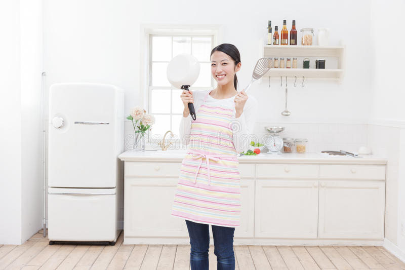 Cozinha e mulheres fotos de stock