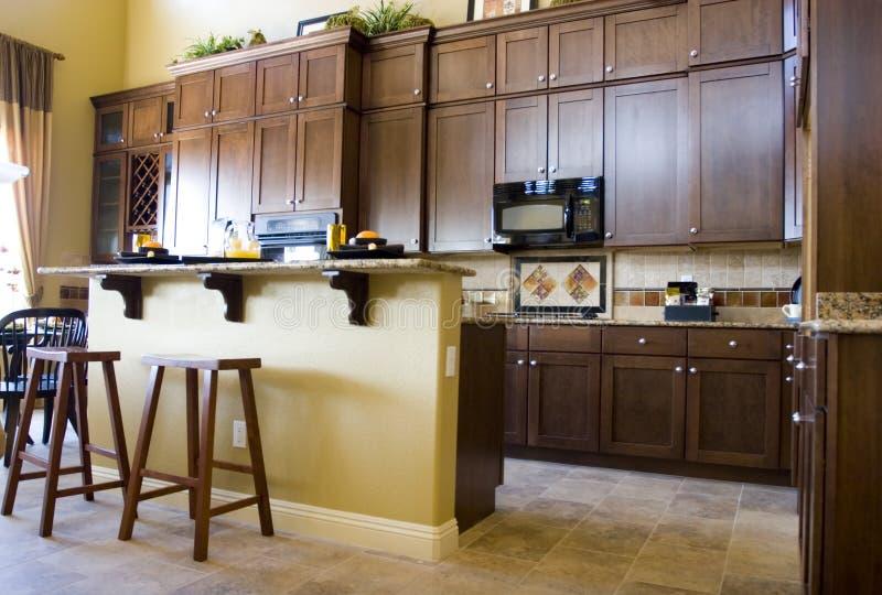 Cozinha elegante moderna foto de stock