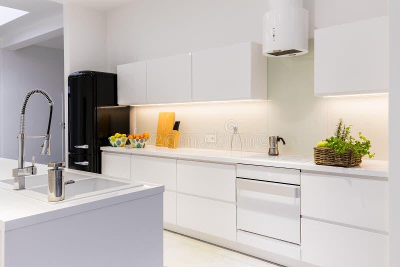 Cozinha estéril e clara imagens de stock