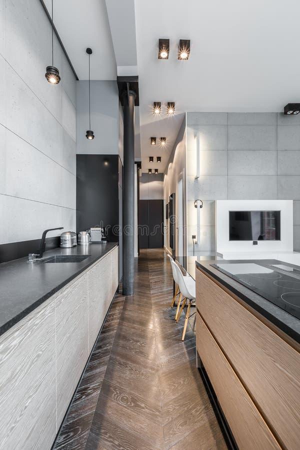 Cozinha funcional com worktop longo fotografia de stock