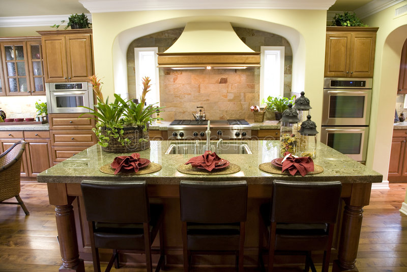 Cozinha home luxuosa foto de stock royalty free