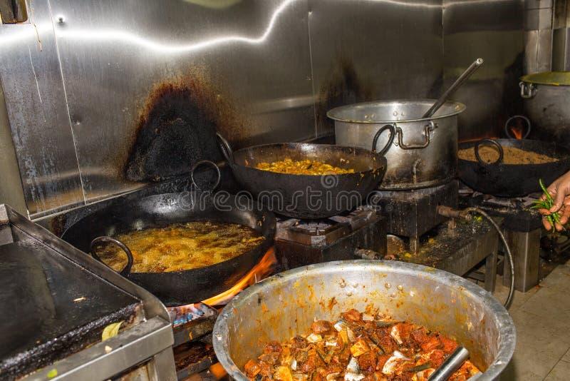 Cozinha industrial & comercial e de um restaurante sujo sujo real fotografia de stock royalty free