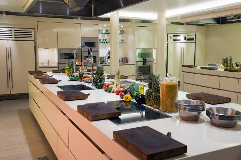 Cozinha industrial moderna imagens de stock