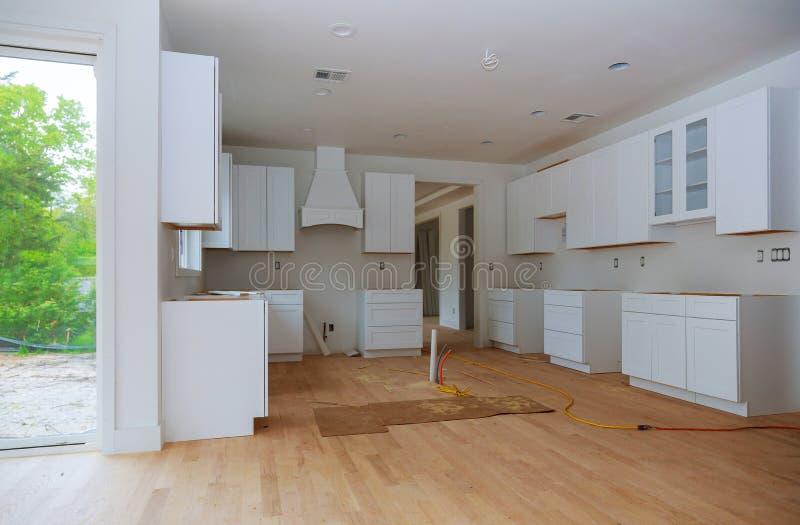 A cozinha interior da melhoria de casa da cozinha moderna remodela fotografia de stock