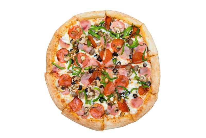 cozinha italiana Pizza saborosa fresca Salami, cogumelos, paprika, presunto, pizza de azeitona isolada em fundo branco imagem de stock
