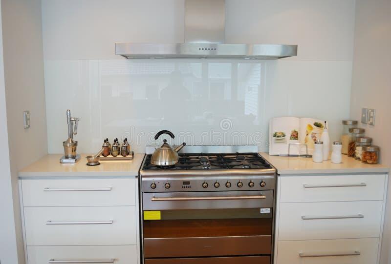 Cozinha moderna do desenhador imagem de stock