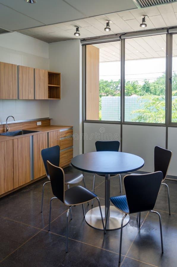 Cozinha moderna do escritório imagem de stock royalty free