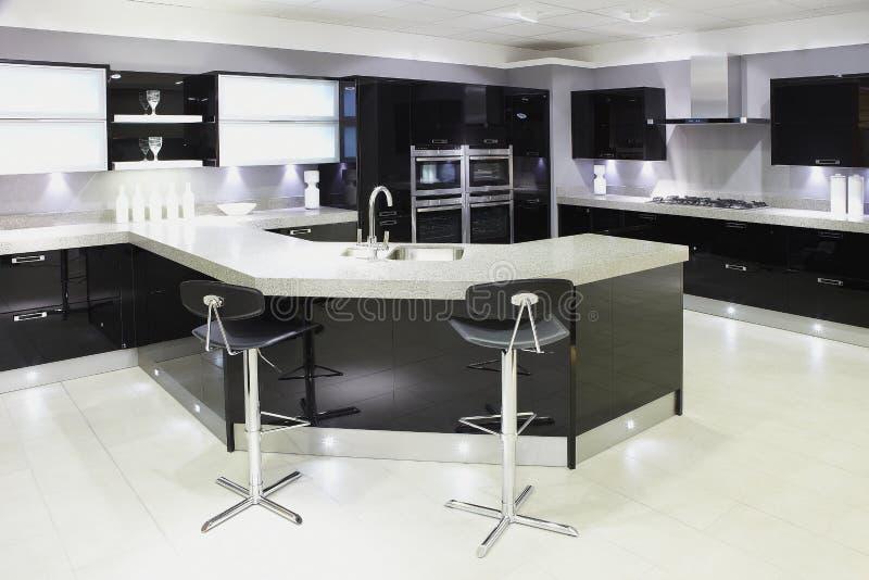 Cozinha moderna do luxo da parte alta fotos de stock