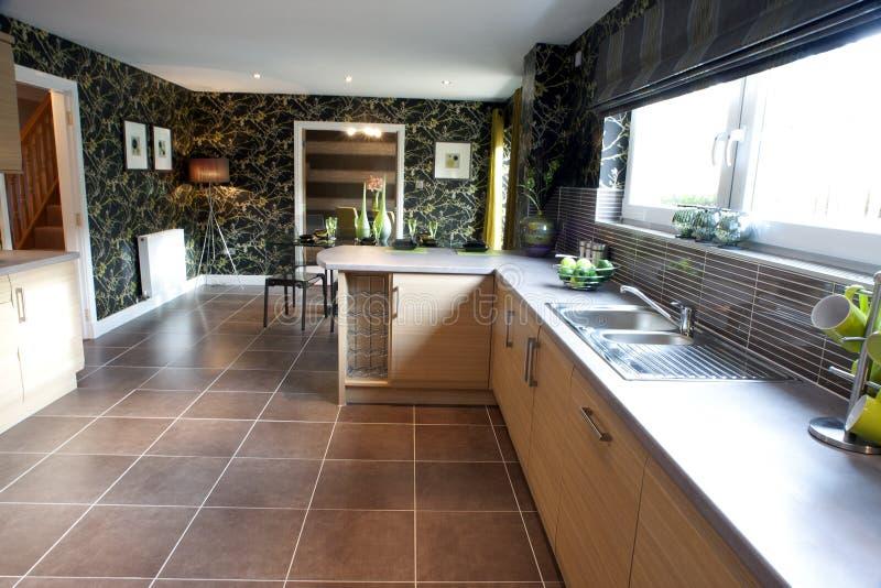 Cozinha moderna espaçoso imagens de stock